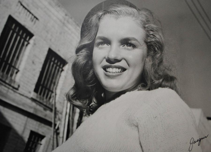 marilyn-monroe-foto-di-norma-jeane-baker-allinizio-della-sua-carriera-di-modella-1945-scatto-di-joseph-jasgur-copyrights-ted-stampfer_3
