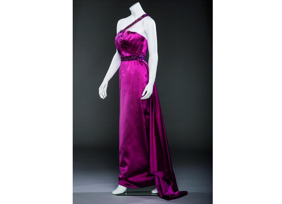 marilyn-monroe-abito-di-scena-indossato-da-marilyn-nel-film-gli-uomini-preferiscono-le-bionde-1953_-coll-ted-stampfer_11