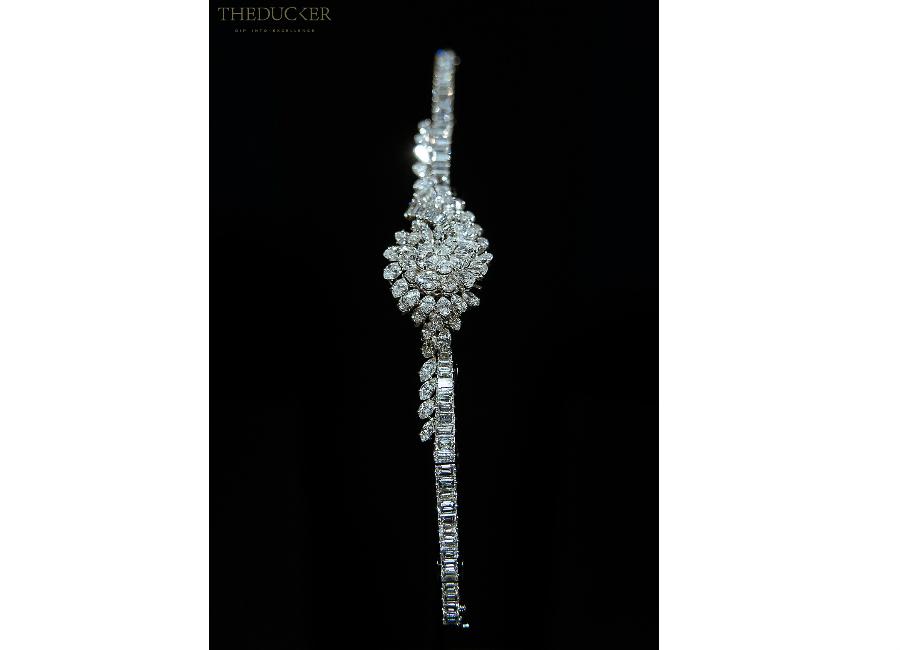 piaget-private-collection-foto2-orologio-alta-gioielleria-con-segreto-platino-diamanti-taglio-marquise-a-pera-e-a-baguette