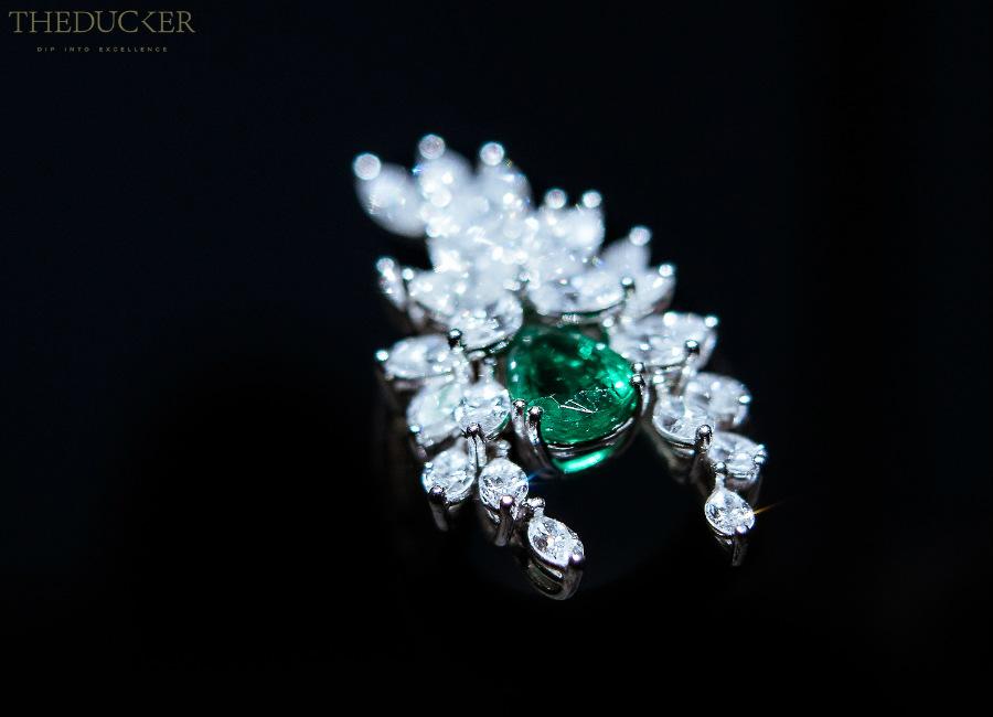 piaget-private-collection-parure-alta-gioielleria-352-diamanti-taglio-marquise-5-smeraldi-dello-zambia-taglio-a-pera_52