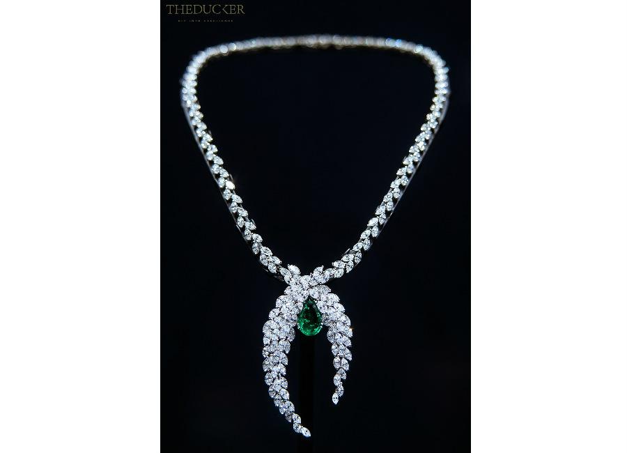piaget-private-collection-parure-alta-gioielleria-352-diamanti-taglio-marquise-5-smeraldi-dello-zambia-taglio-a-pera_55