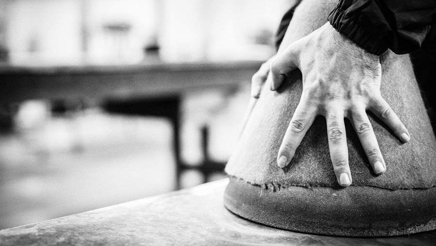borsalino - momenti di lavorazione - produzione artigianale