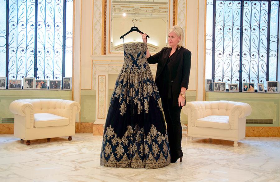 Renato-Balestra-abito-sera ricami oro-ultima-collezione-mostrato da Sabrina Baldi