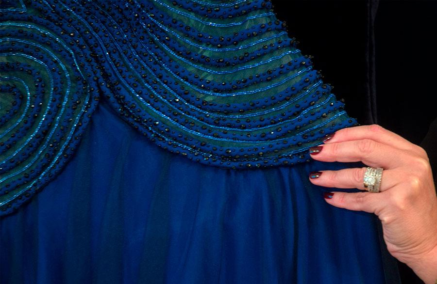renato balestra dettaglio abito sera blu-verde