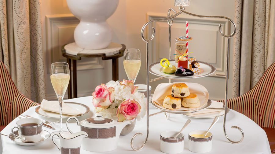 grand-hotel-the-langham-london-the-pasticcini-cherish-finden