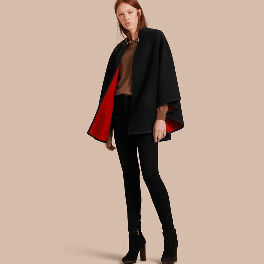 Mantella Burberry nera, corta, interno in rosso
