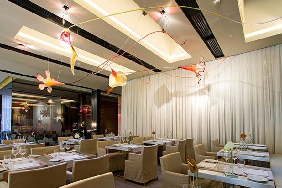 metacrilato-jacopo-foggini-lampada-floreale-ristorante-hotel-nhow