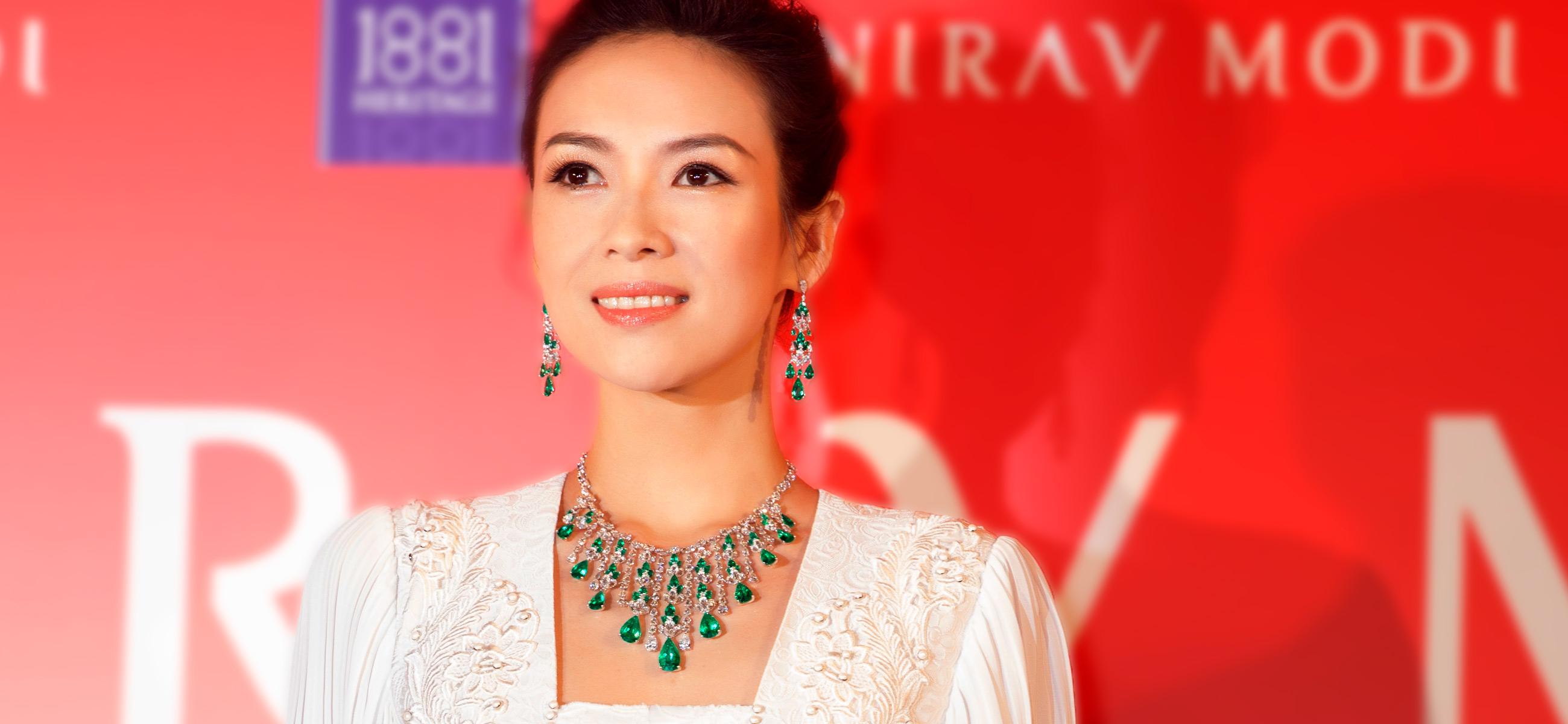 Nirav Modi - Zhang Ziyi indossa parure di gioielli, diamanti e smeraldi
