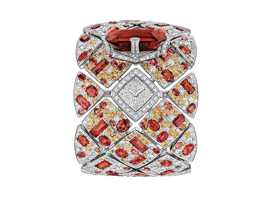 orologio-gioiello-les-eternelles-de-chanel-signature-grenat-aperto