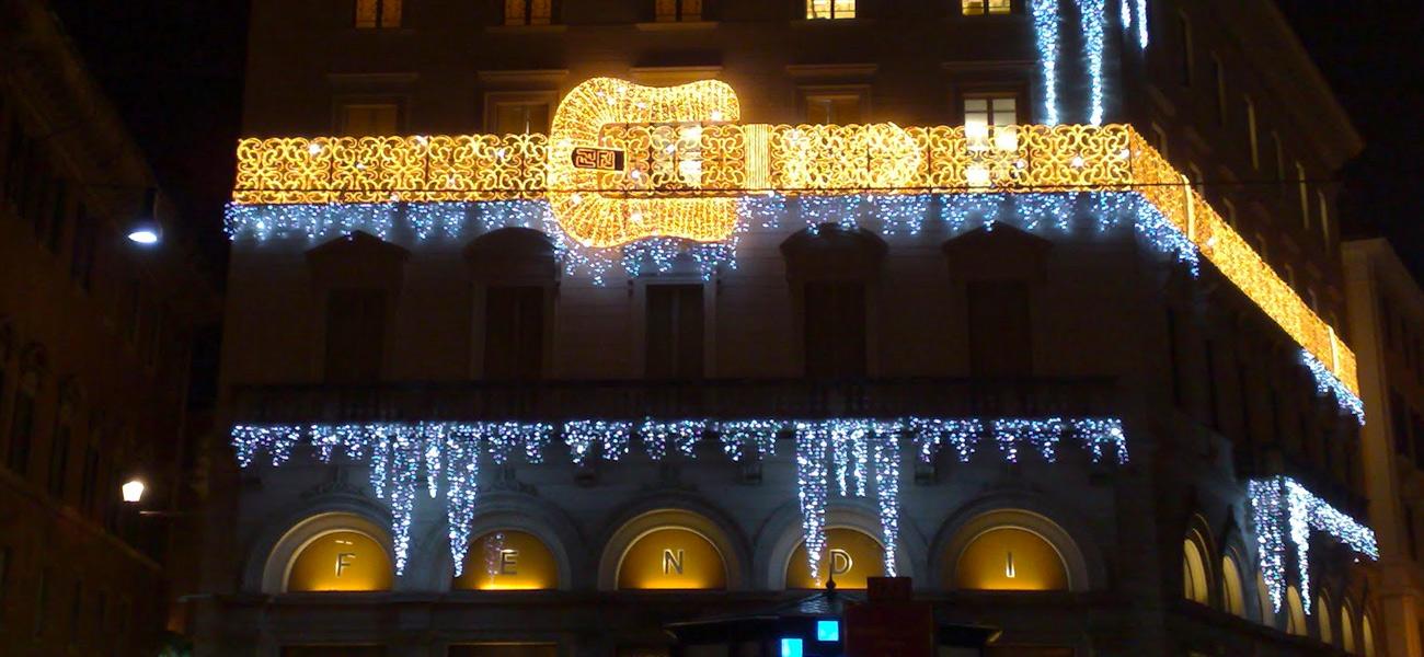 Palazzo Fendi a Roma illuminato per Natale