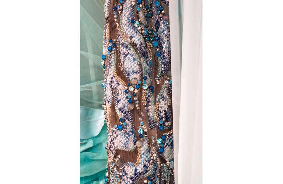 Renato Balestra, tessuto elaborato con ricami di strass e paillettes