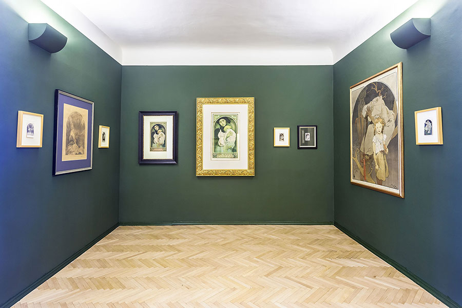 alfons-mucha-allestimento-mostra-gallery-of-art-prague-foto2