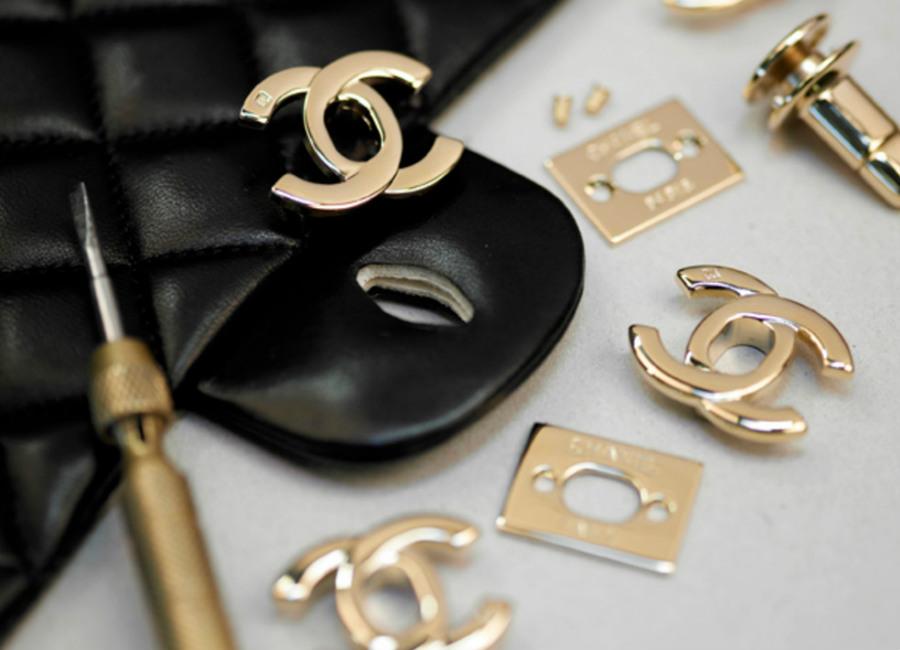 chanel 2.55-produzione-accessori