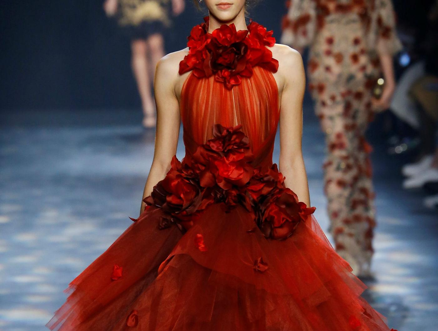marchesa_-abito-rosso-a-balze-in-tulle-copertina