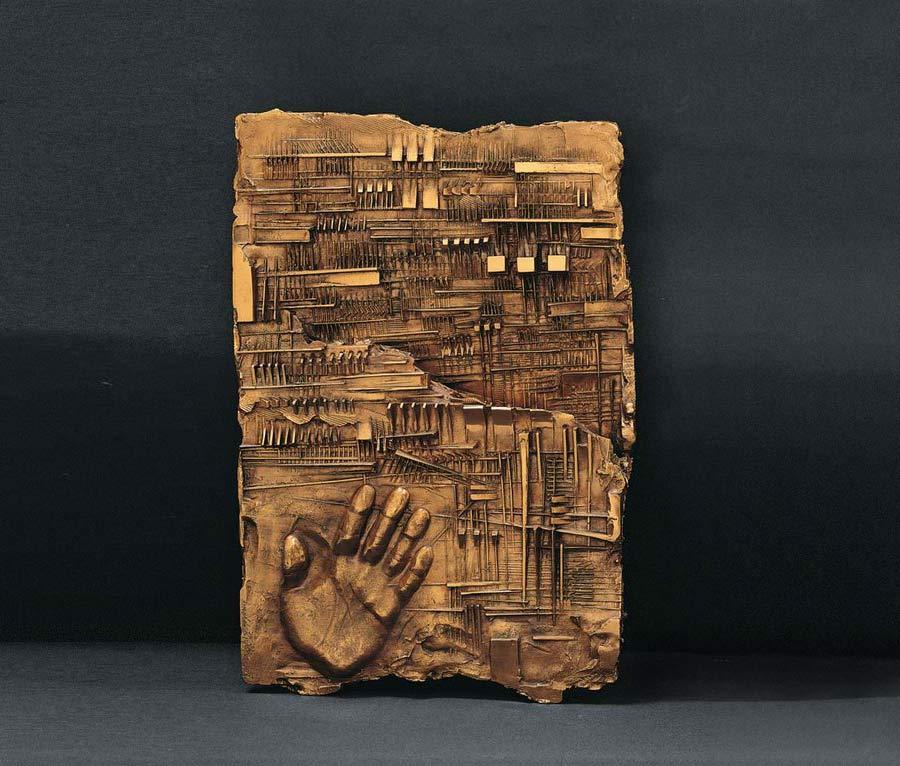 arnaldo-pomodoro-90-anni-mostra-itinerante-lettera-a-k-1965-bronzo-foto1