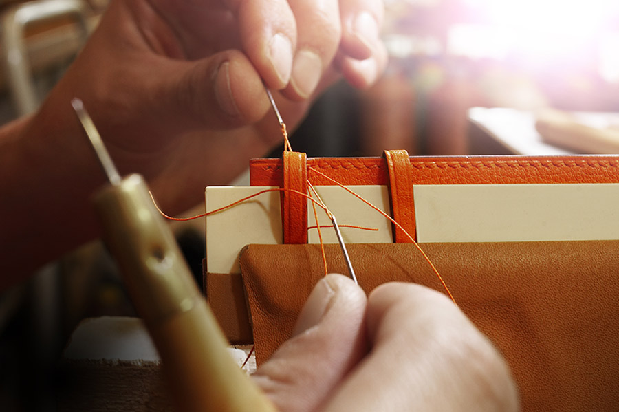 cape-cod-di-hermes-leather-strap-workshop_1