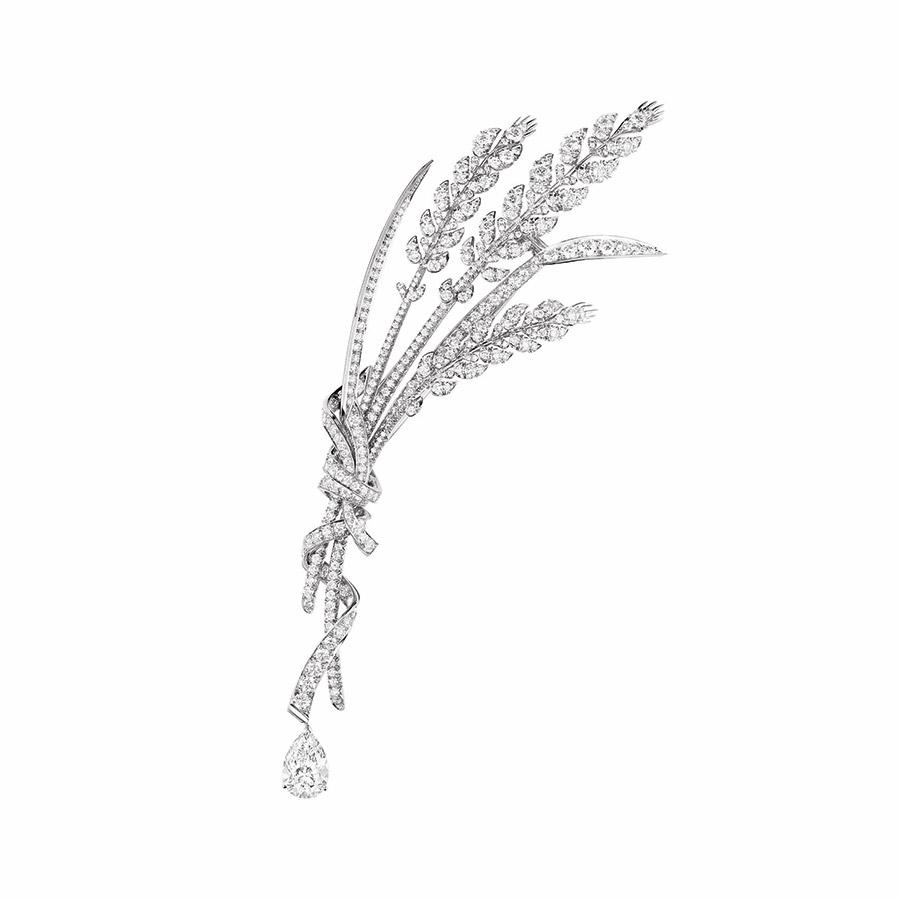 chaumet-spilla-offrander-dete-oro-bianco-diamante-taglio-pera-foto4