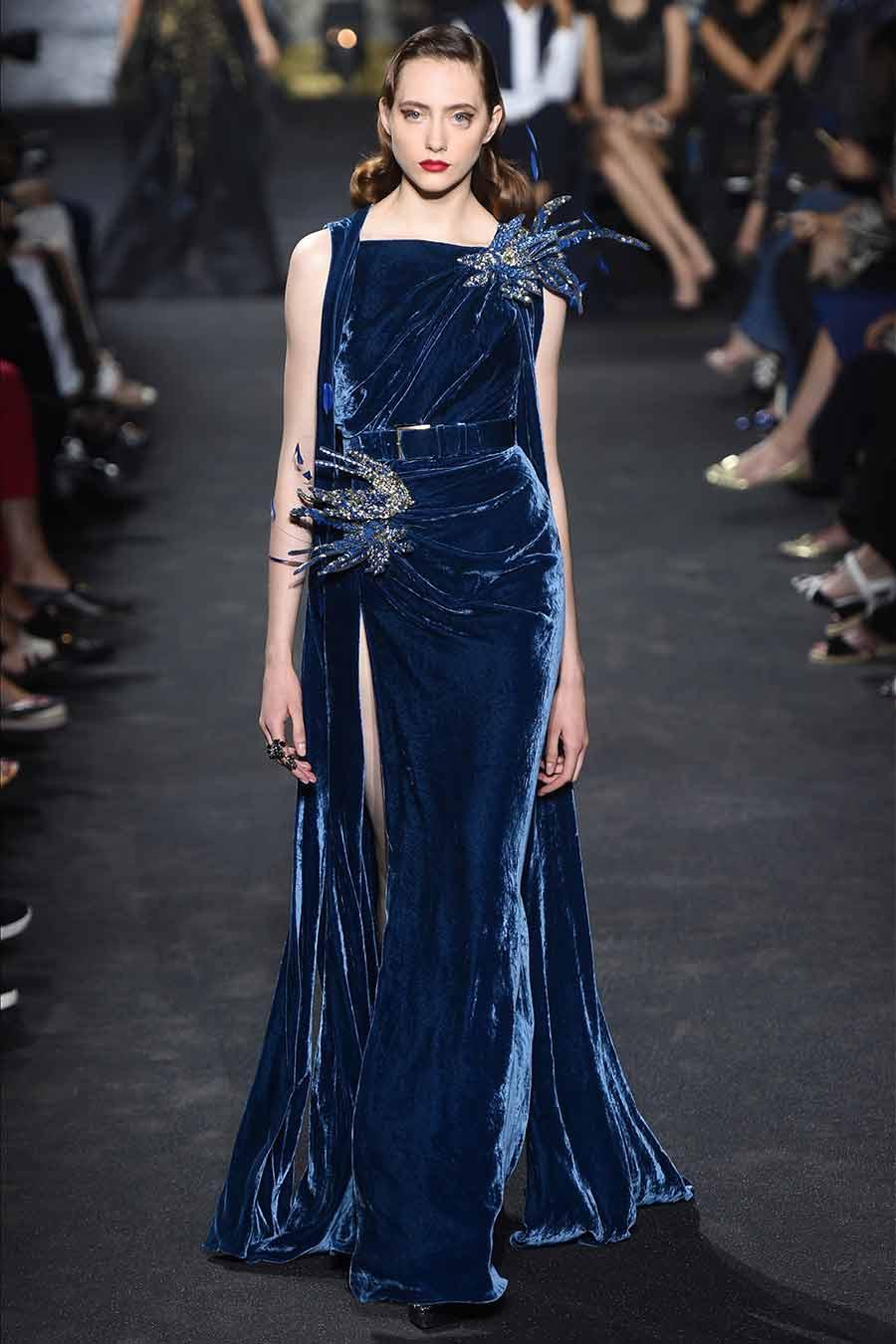 cristalli-look-elie-saab-haute-couture-abito-velluto-blu-notte-tempestato-cristalli-foto-1