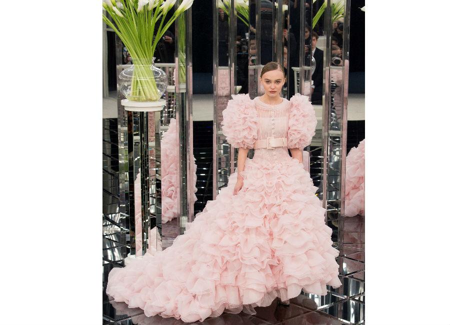 haute couture-Foto3_ Chanel_ Haute Couture Primavera Estate 2017_abito da ballo con rouches rosa e corpetto fermato in vita da cintura alta
