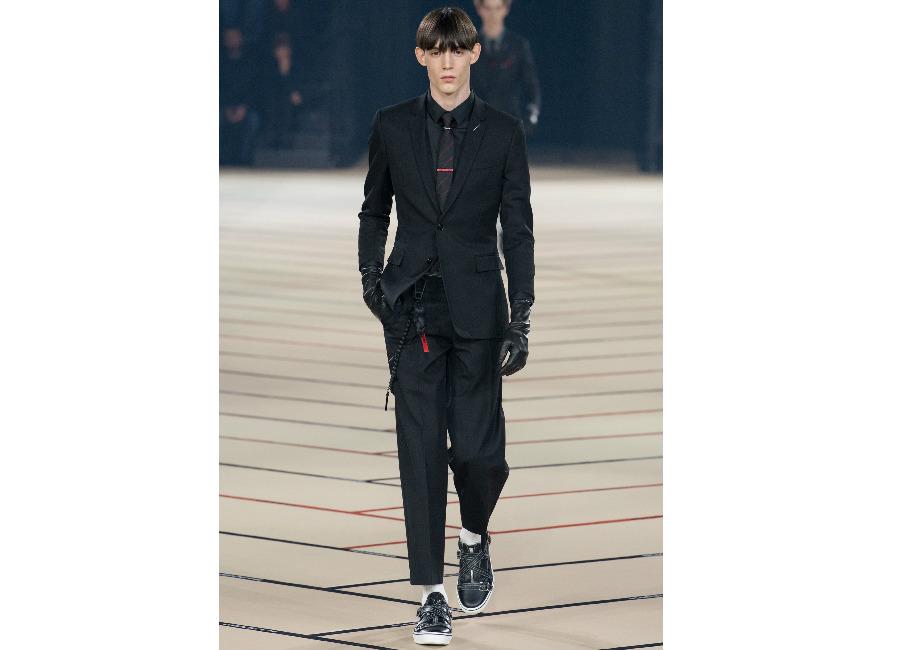 Parigi-DiorHomme_ completo nero antracite taglio moderno
