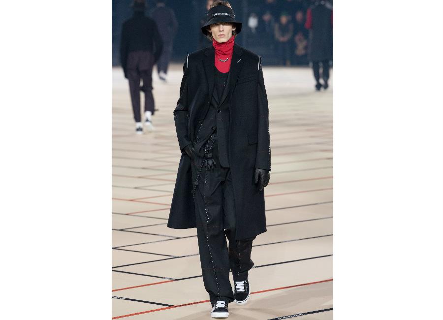 Parigi-DiorHomme_completo nero antracite con linee bianche e rosse