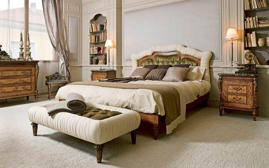 annibale colombo: interior-design-foto-09-letto-luigi-xvi-in-ciliegio-con-testata-imbottita-capitonne-con-intarsi