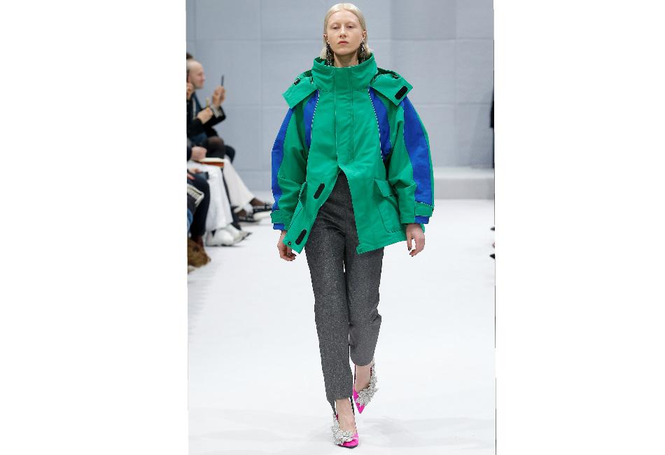 montagna-balenciaga-giacca-tecnica-verde-e-strisce-blu-con-collo-alto