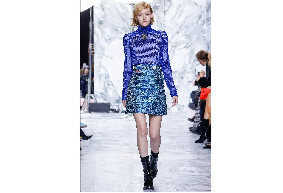 montagna-carven-maglione-dolcevita-blu-con-lurex-e-perle-decorative