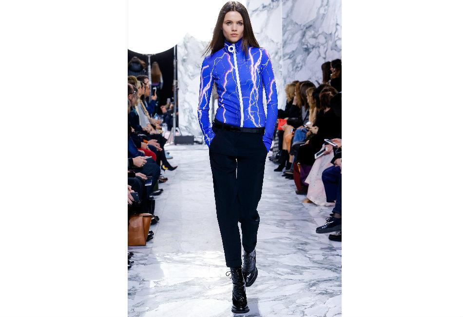 montagna-carven-maglione-tecnico-dolcevita-e-grande-cerniera-frontale-blu-e-stampa-neon