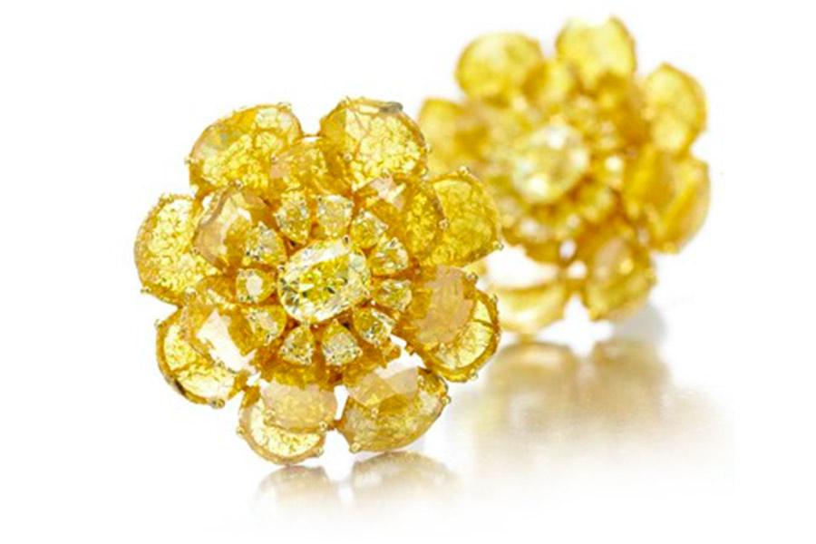 vinren-bhagat-foto-2-a-pair-of-yellow-diamond-ear-clips