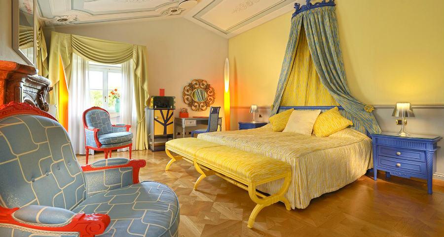 Byblos Art Hotel-camera-da-letto-suite-mendini-cult_4