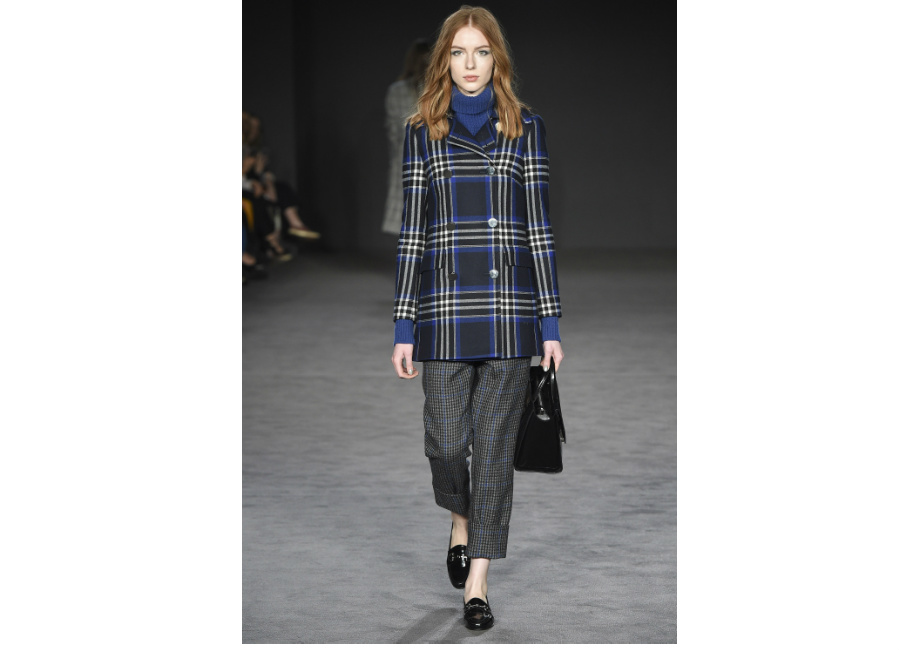 London Fashion Week-Daks F/W 2017-2018_ giacca doppiopetto motivo check portata con pantalone con risvolto e dolcevita di lana