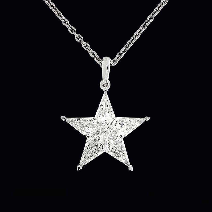 Pederzani - Ciondolo a forma di stella composta di 5 diamanti.