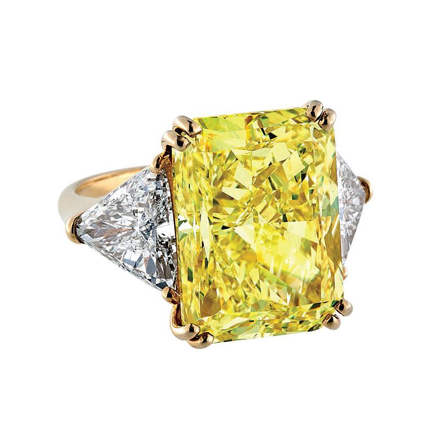 Pederzani - Anello con diamante fancy intense yellow di 16 carati.