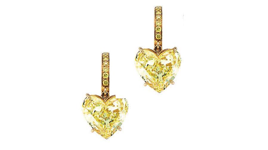 Pederzani - Orecchini a cuore con diamante fancy yellow e diamante bianco di 5 carati l'uno.