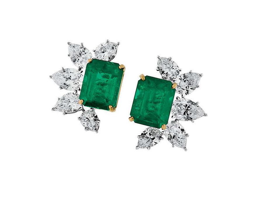 Pederzani-Orecchini con smeraldi e diamanti taglio a goccia.