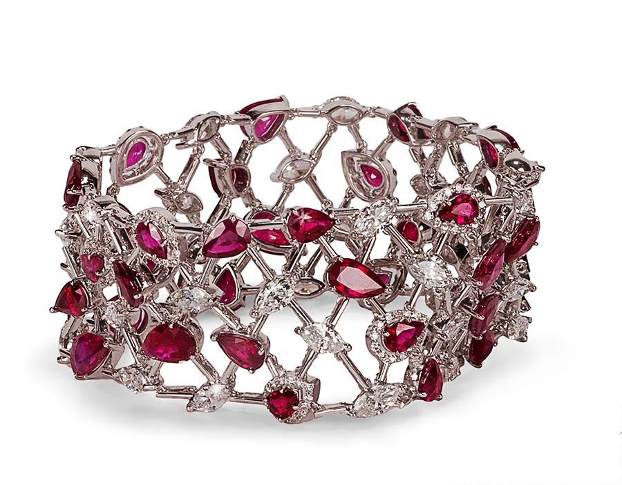Pederzani - Bracciale con rubini taglio a goccia, diamanti taglio navette e brillante.