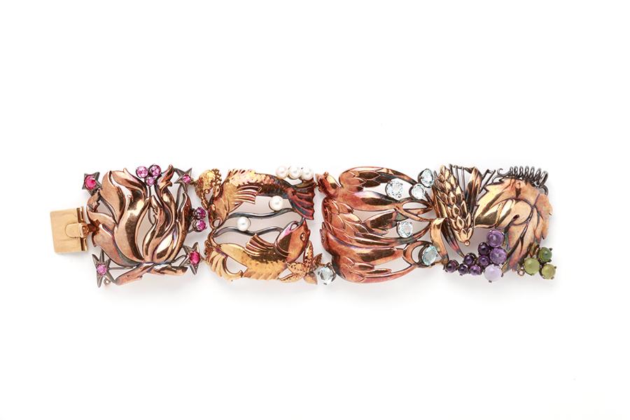 Museo Poldi Pezzoli-Enrico Serafini Bracciale Quattro Elementi, Firenze 1950-1960 oro giallo, oro rosa, rubini, acquamarina, ametista, giada, perle. Collezione privata