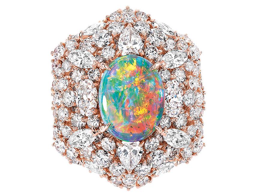 Victoire de Castellane-dior-Anello-Fascinante-Opale in oro rosa, diamanti e opale chiaro