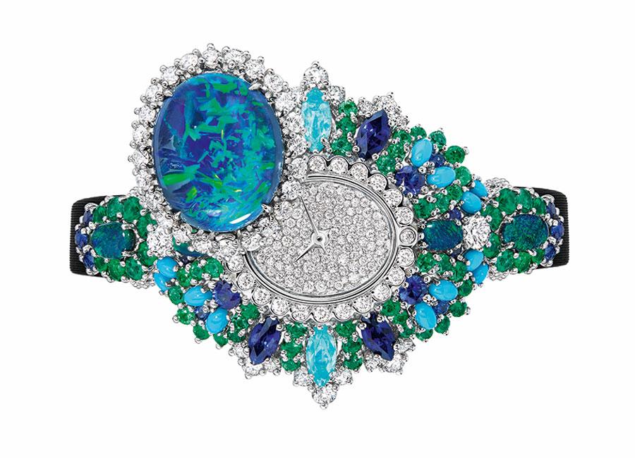 Victoire de Castellane-diorOrologio di alta gioielleria Exquise Opale Oro bianco, platino, diamanti, opali neri, smeraldi, turchesi, zaffiri e tormaline Paraiba. Movimento al quarzo.