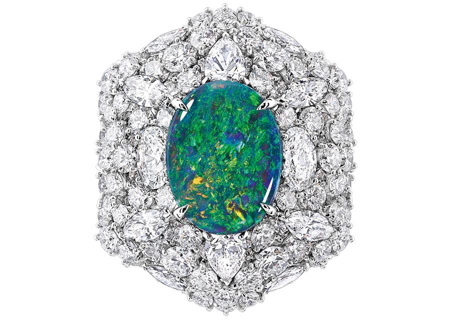 Victoire de Castellane-dior-anello-Fascinante Opale in oro bianco, diamanti e opale nero.