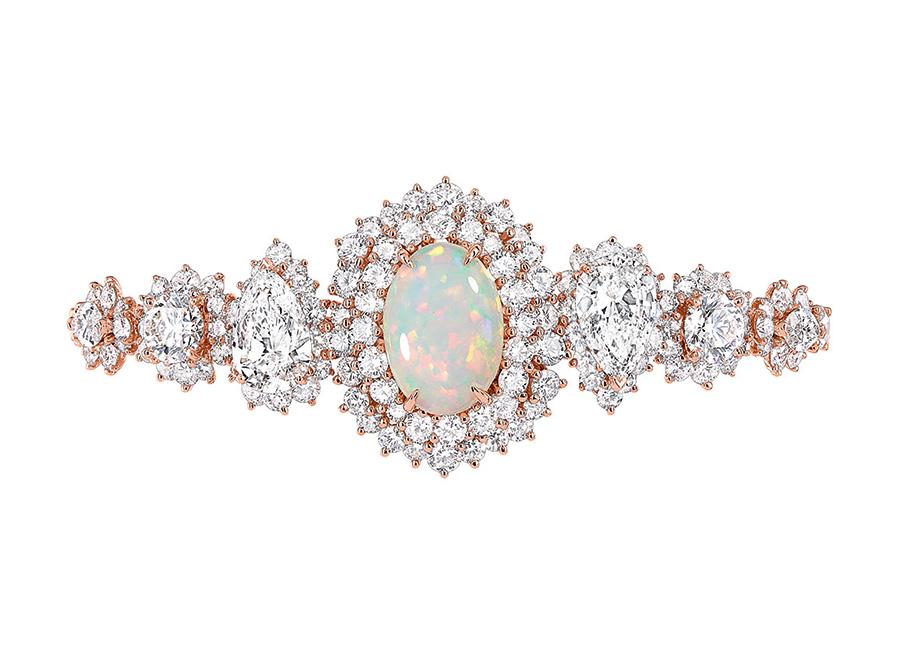 Victoire de Castellane-dior-bracciale-Fascinante-Opale in oro rosa, diamanti e opali bianco