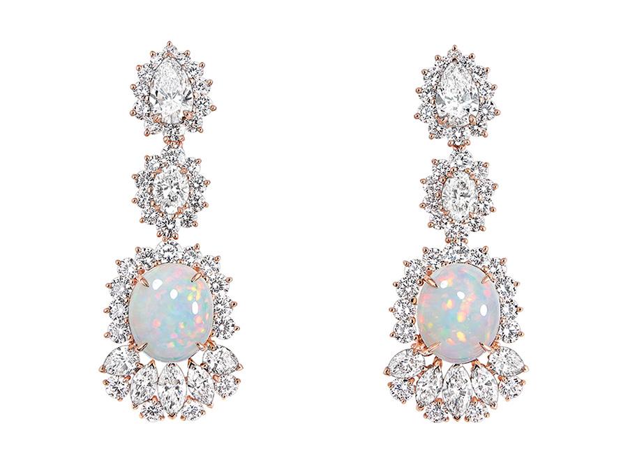 Victoire de Castellane-dior-orecchini-Fascinante-Opale in oro rosa, diamanti e opali bianco
