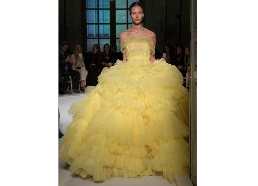 fiabe-Giambattista Valli_ abito giallo chiaro tulle e organza a balze