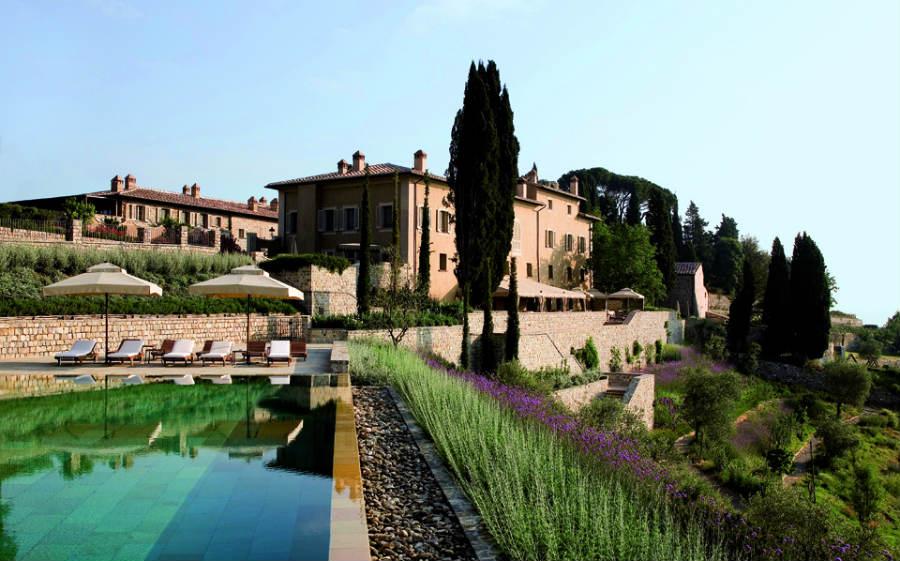 Castiglion del Bosco Golf Club-resort-luxury-toscana-immagine-della-tenuta-con-piscina