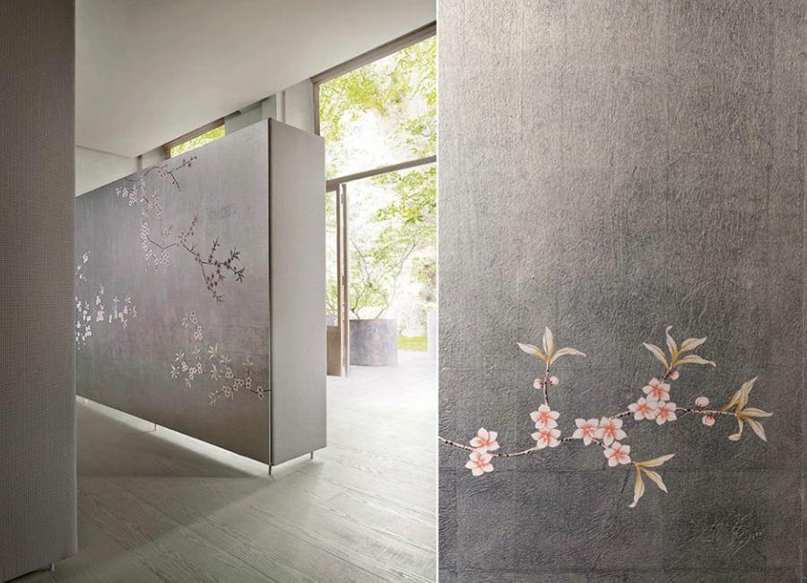Misha Wallpaper-interior-design-made-in-italy-carta-da-parati-pareti-corridoio-grigia-con-rami-di-fiori