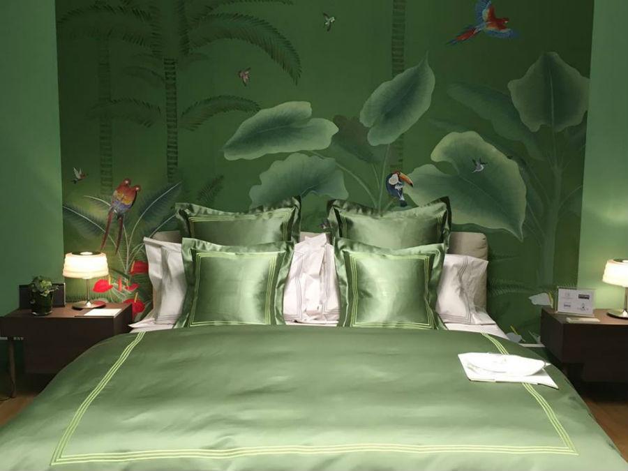 Misha Wallpaper-interior-design-made-in-italy-carta-da-parati-verde-con-foglie-camera-da-letto