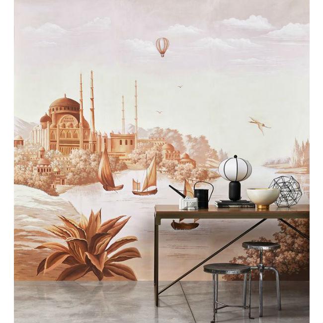 Misha Wallpaper-interior-design-made-in-italy-carta-da-parati-parete-decorata-con-carta-stile-oriente-accostato-a-tavolino-e-sgabelli