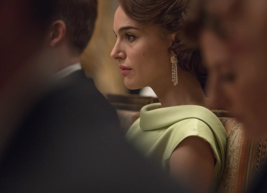 Natalie Portman-Jackie Kennedy-gioielli-orecchini-Piaget
