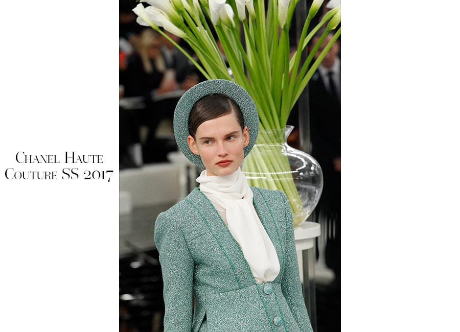 Tailleur -Chanel Haute Couture SS 2017 _ tailleur verde menta portato con camicia bianca e cappellino ton sur ton. @credits Chanel